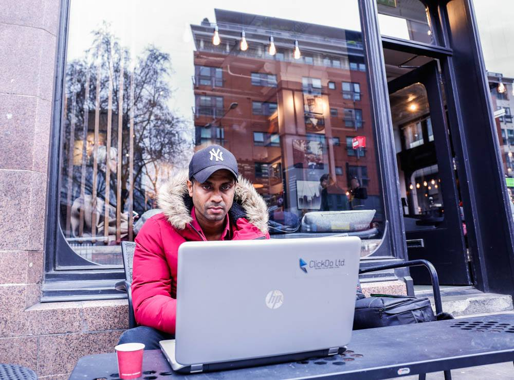 Fernando-working-online-remotely-in-London